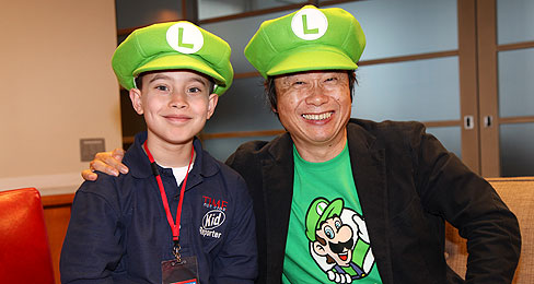 Shigeru Miyamoto (droite), grand manitou de Nintendo, est une des causes de la chute de Nintendo